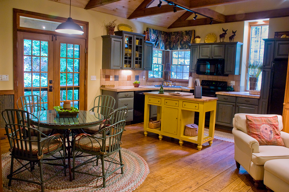 Waterfall Cabin Kitchen and Dining area